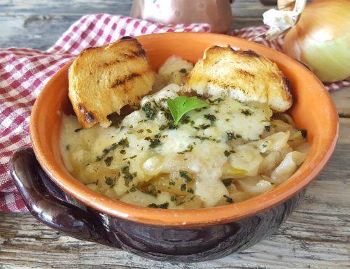 Zuppa di cipolle piatto povero gustoso