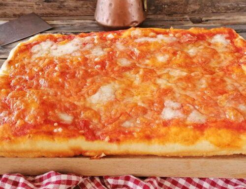 PIZZA IN TEGLIA ALTA SOFFICE E CROCCANTE