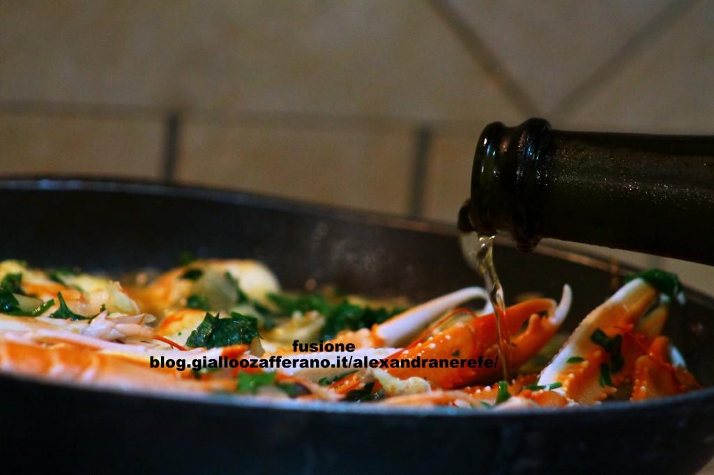 sfumare con il vino bianco in fase di cottura