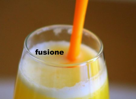frullato di ananas  o jugo de piña