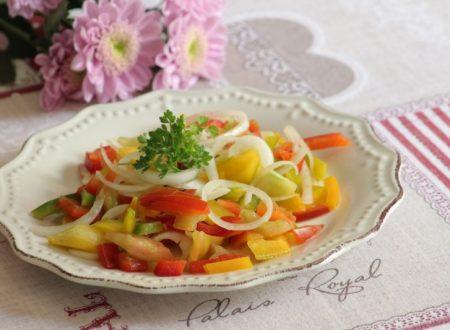 insalata peperoni crudi e cipollotti