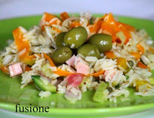 insalata riso basmati verdure e prosciutto