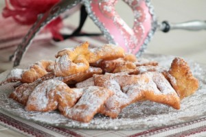 intrigoni reggiani / dolci di carnevale