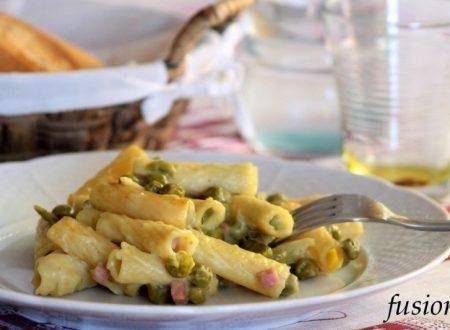 pasta al forno con burrata, prosciutto cotto e piselli