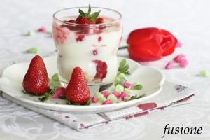 dolce al cucchiaio con mascarpone e fragole