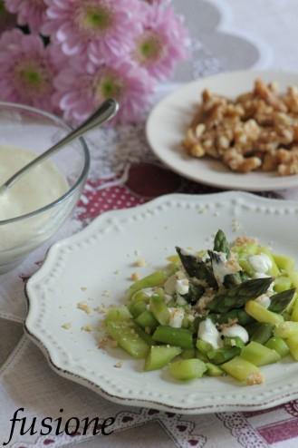 antipasto di asparagi con salsa alle noci