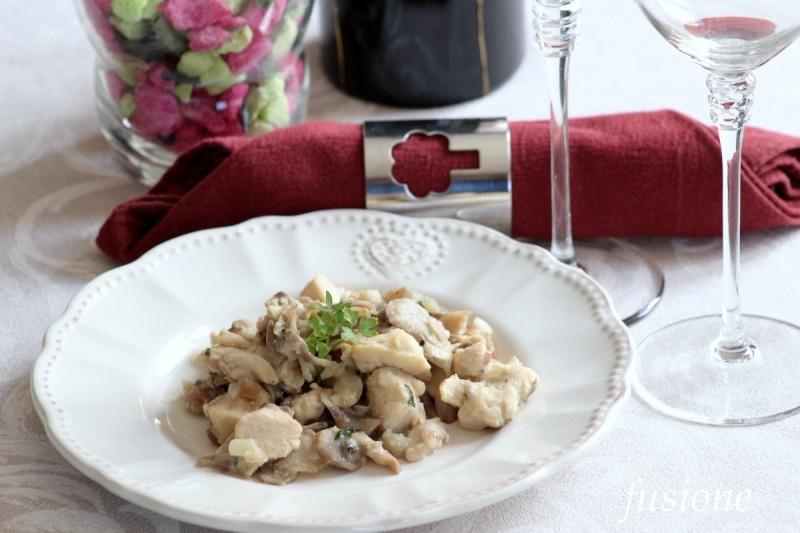 bocconcini di pollo con funghi champignon