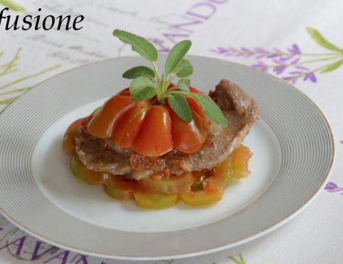 fettine di manzo in padella con pomodori e cipolla
