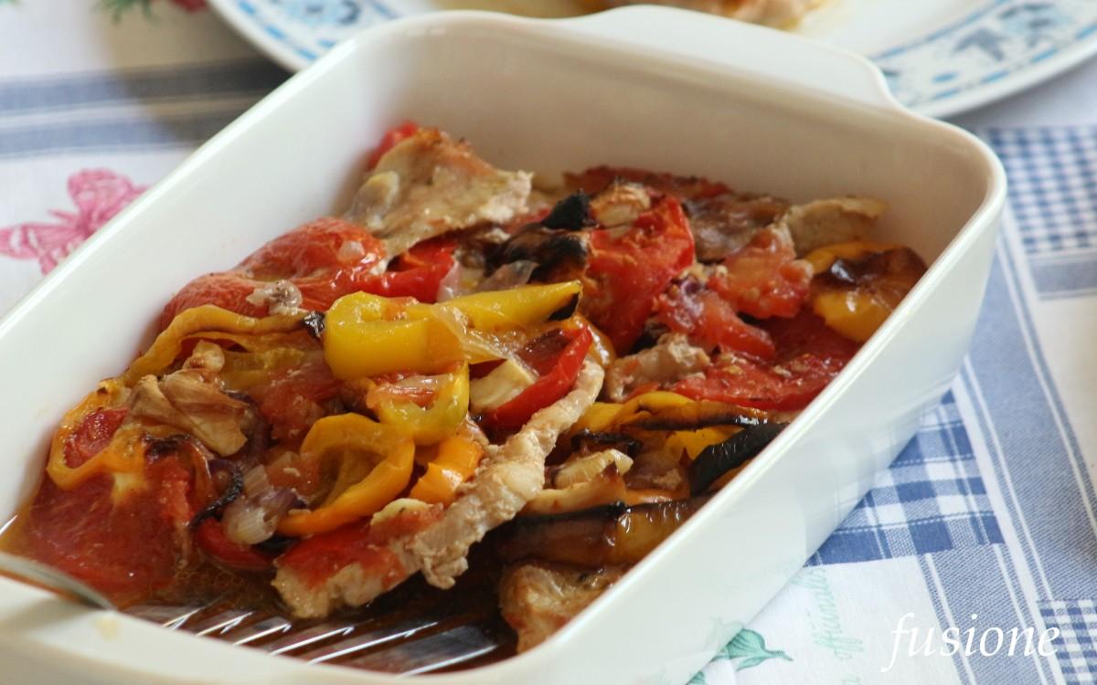 fettine di carne con peperoni pomodori e cipolle - ricetta ...