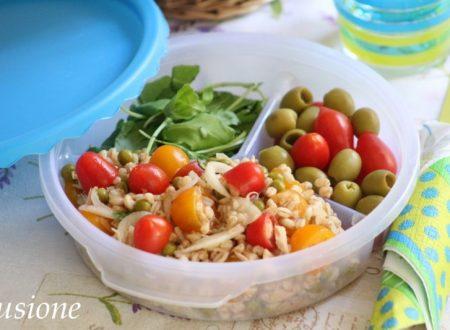 Insalata di farro con tonno piselli e pomodorini