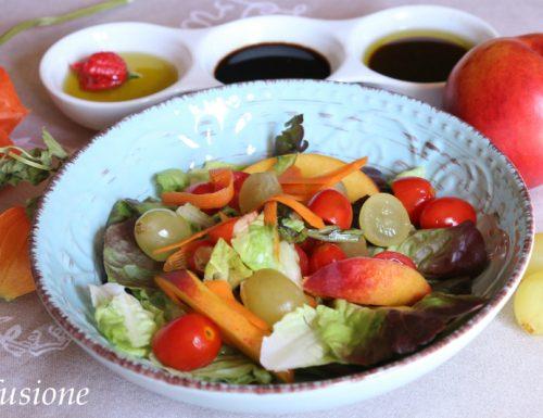 insalatone di lattuga con carota e frutta