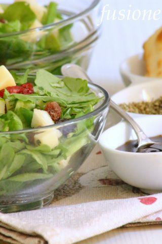 insalata con formaggio e frutta