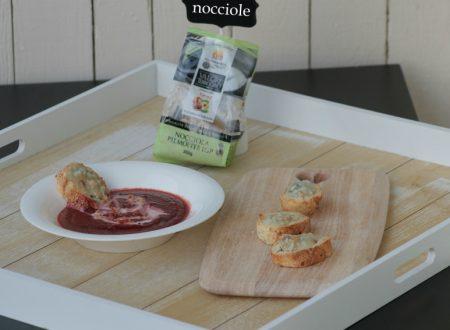vellutata di barbabietole e crostini con nocciole e gorgonzola