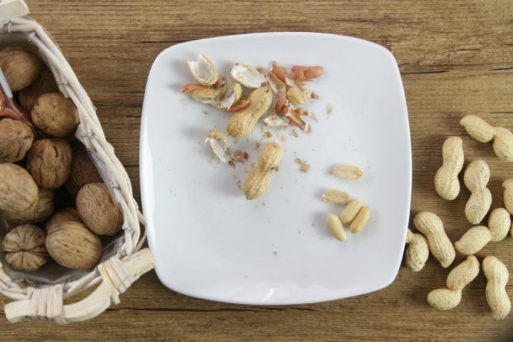 pelare gli arachidi