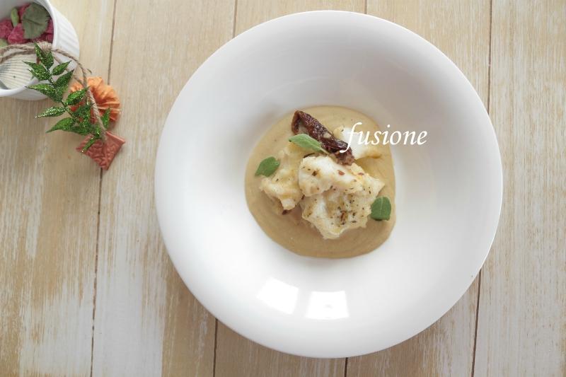 baccalà con pomodori secchi su crema di fagioli cannellini