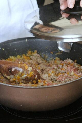 cuocere la carne del ragù
