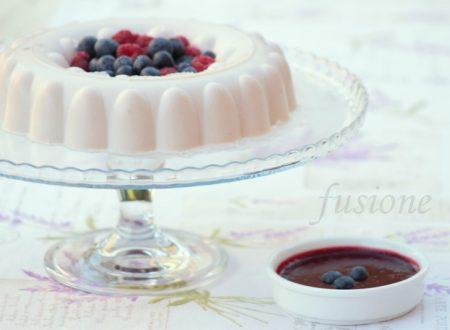panna cotta allo yogurt e frutti di bosco