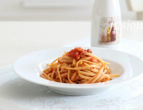 pasta al sugo di pomodoro e pancetta