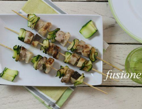spiedini di pesce e zucchine