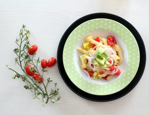 insalata di pasta estiva con avocado