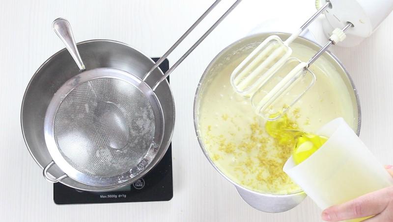 aggiungere l'olio di semi