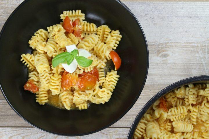 pasta risottata con pomodori e mozzarella di bufala