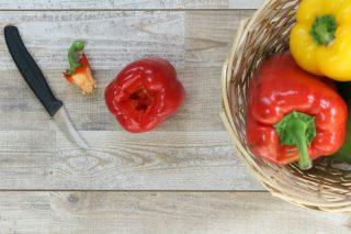 tecnica per eliminare il picciolo dei peperoni dolci con facilità