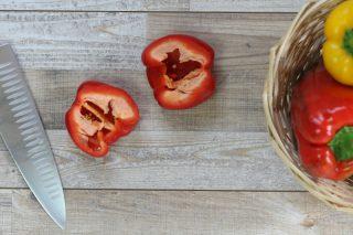 tagliare il peperone a metà