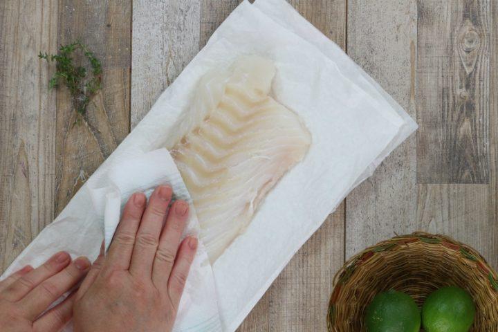 lavare e asciugare bene il filetto di merluzzo