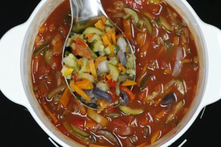 ortaggi misti per fare laz zuppa al pomodoro