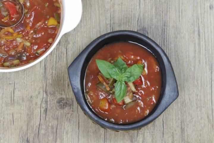 zuppa al pomodoro estiva e altri ortaggi