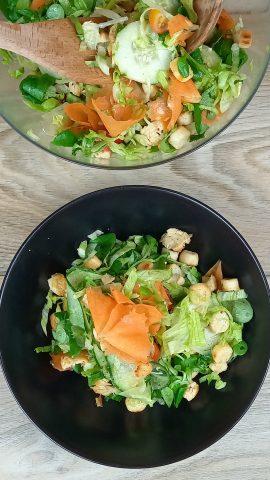 pollo con verdure in insalata