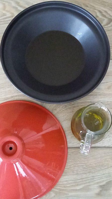 tajine o tagine - pentola in terracotta per la cottura a bassa temperatura  della cucina nordafricana