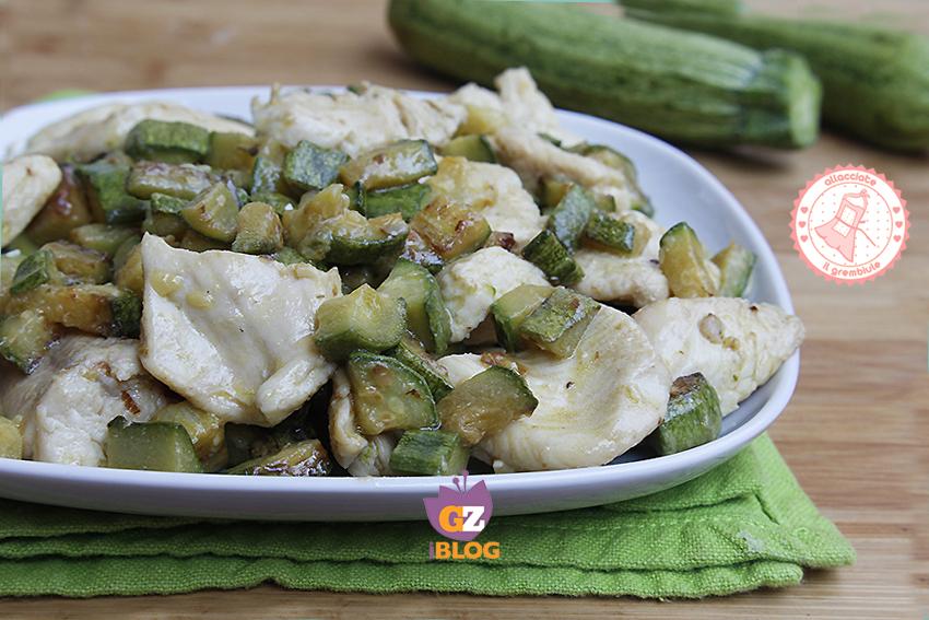 Petto di pollo in padella con zucchine ricetta veloce for Cucinare zucchine in padella