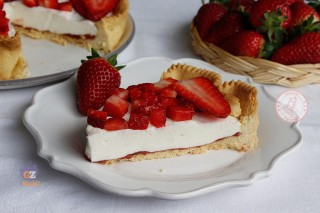 CROSTATA PANNA COTTA E FRAGOLE