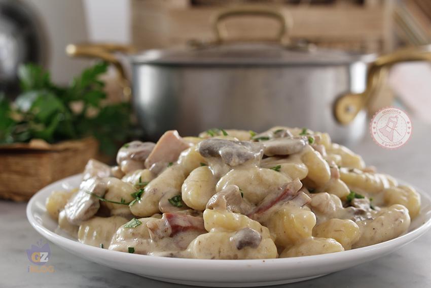 Ricette Con Gnocchi E Speck.Gnocchi Funghi E Speck Ricetta Cremosa Senza Panna