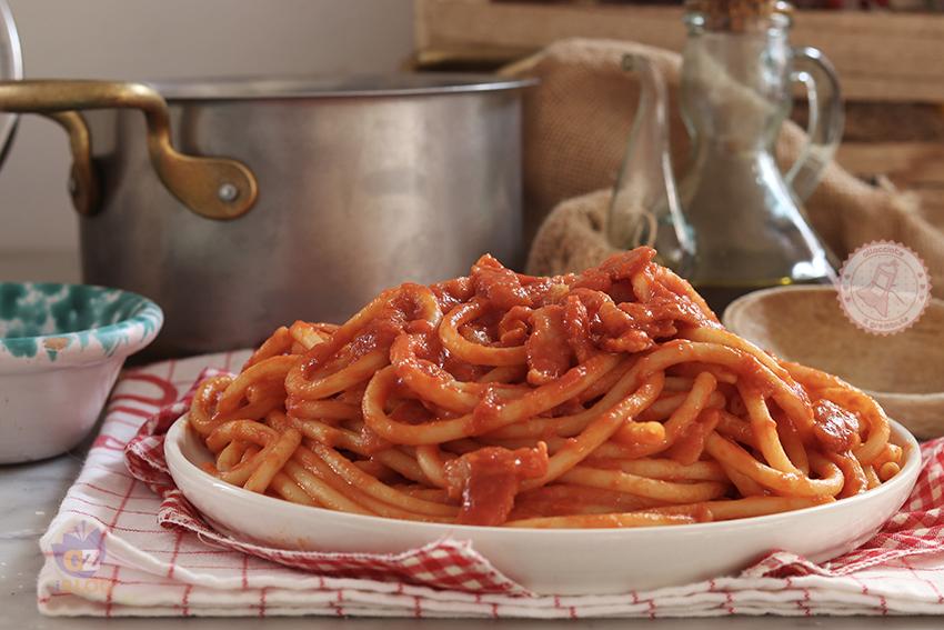 Ricetta Amatriciana Con Aglio E Cipolla.Pasta All Amatriciana O Bucatini All Amatriciana La Ricetta Originale
