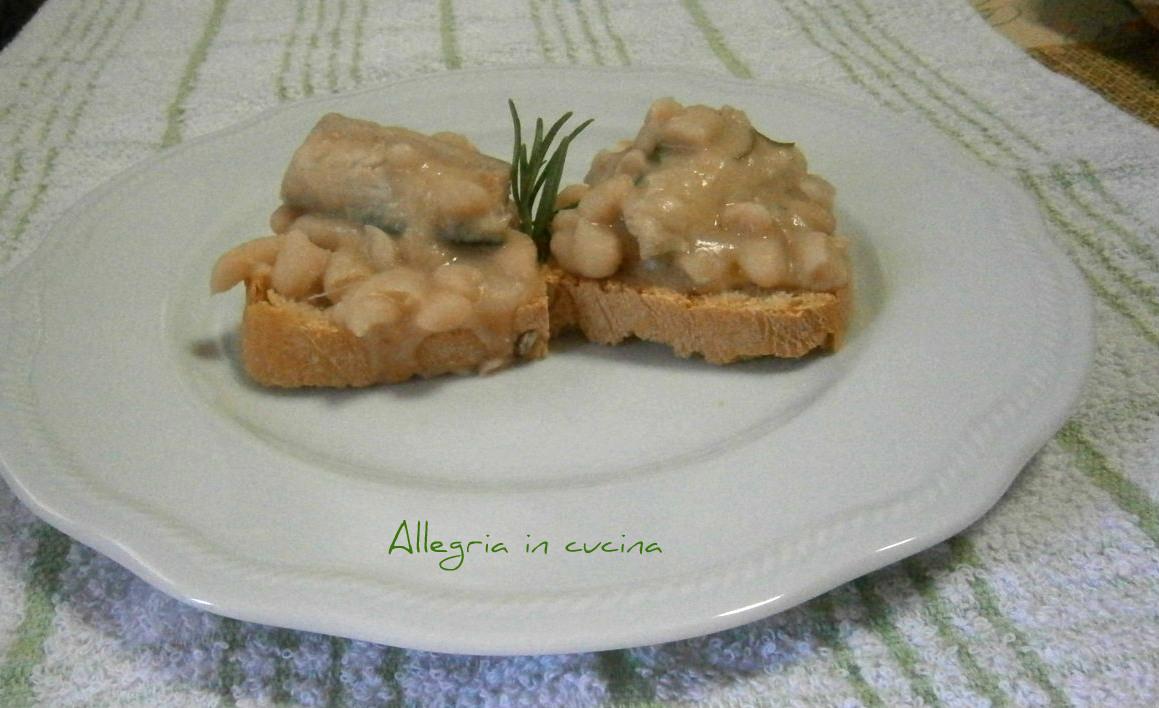 Sgombro con fagioli su crostoni di pane – Allegria in cucina