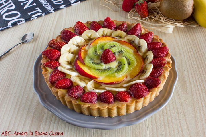 crostata con crema pasticcera e frutta