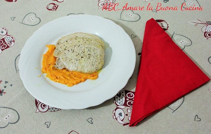 fettine di suino su vellutata di carote