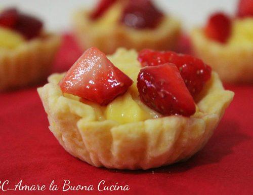 Mini Crostatine con crema pasticcera e fragole