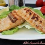 Filetti di Salmone su Letto di Insalata