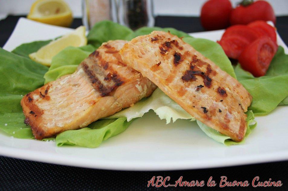 filetto di salmone su letto di insalata 2