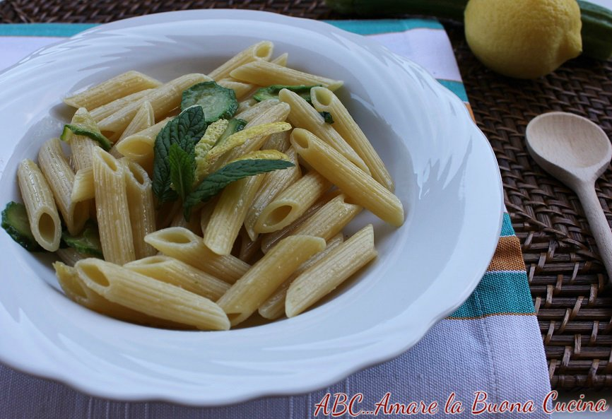 pasta con zucchine, scorze di limone e menta 2
