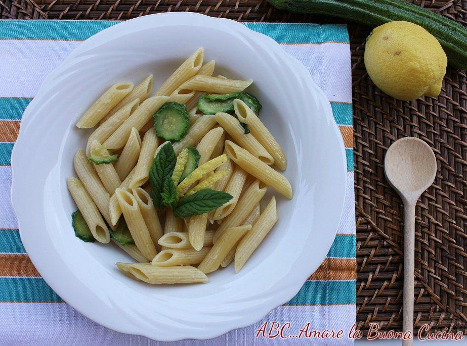 pasta con zucchine, scorze di limone e menta