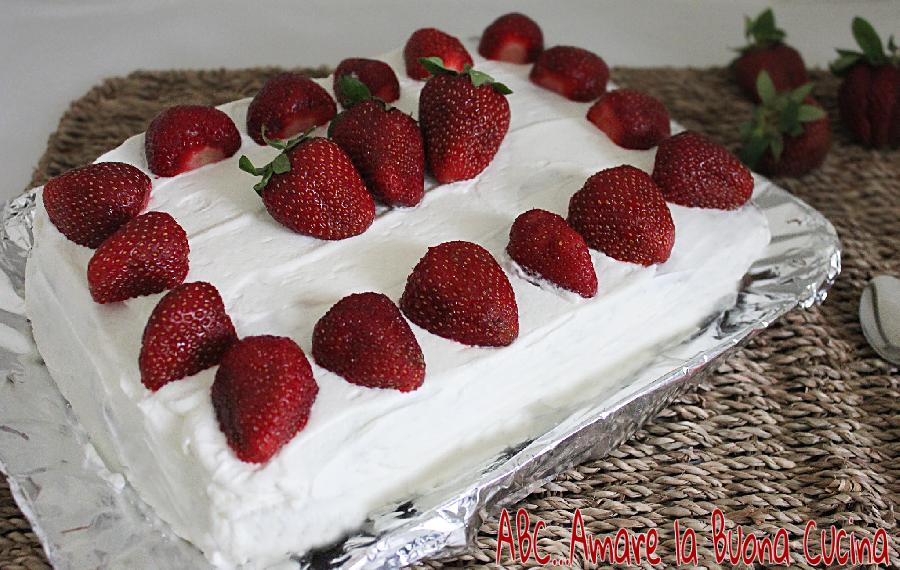 torta con nutella panna e fragole 2