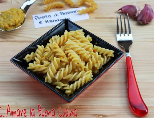 Pasta con Pesto di Peperoni e Mandorle