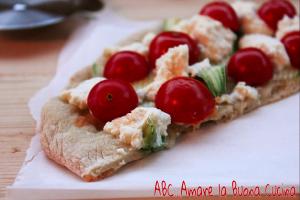 pizza bianca con zucchine, pomodorini e ricotta (2)