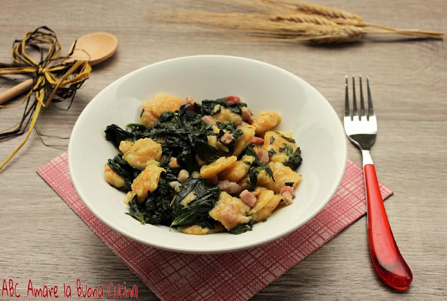 gnocchi di zucca con spinaci e pancetta