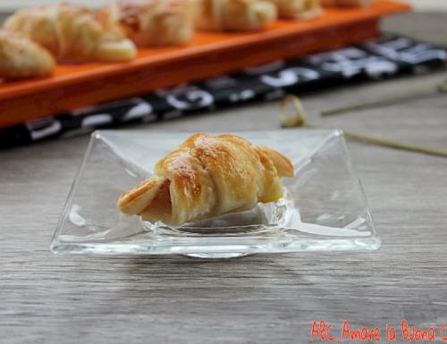 Mini cornetti con prosciutto e mozzarella
